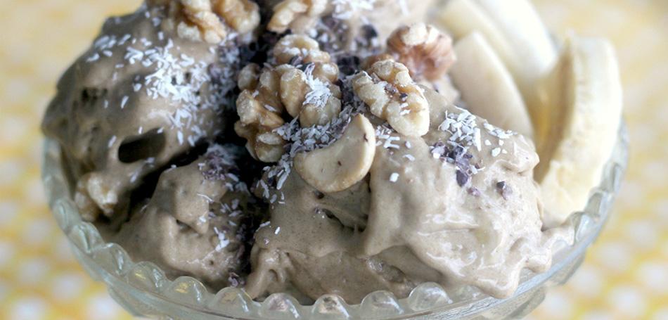 Raakabanaanijäätelö eli nice cream